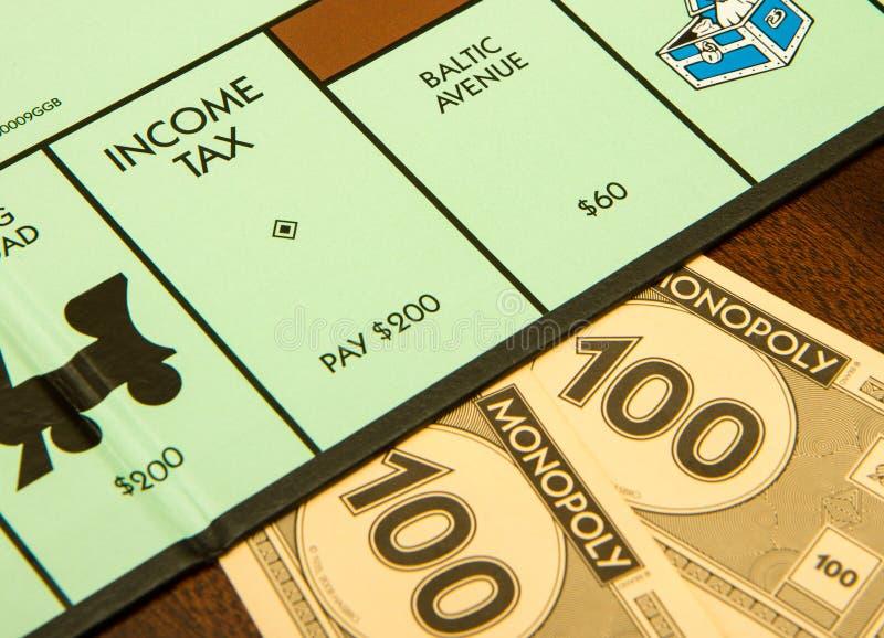 Ο φόρος εισοδήματος είναι οφειλόμενος στοκ φωτογραφίες με δικαίωμα ελεύθερης χρήσης