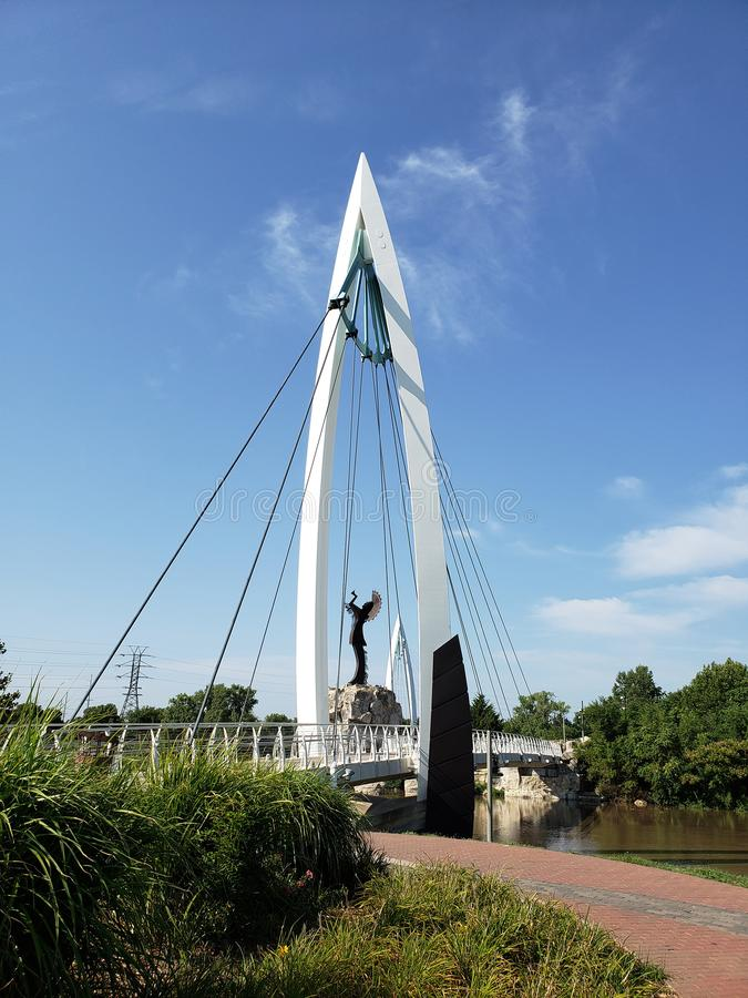 Ο φύλακας των πεδιάδων, για τους πεζούς άποψη του Wichita Κάνσας γεφυρών στοκ εικόνα με δικαίωμα ελεύθερης χρήσης