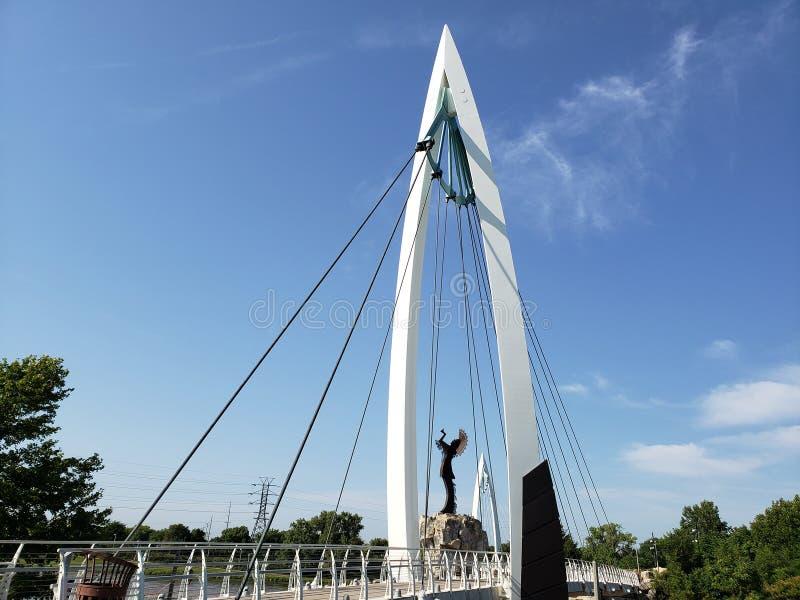 Ο φύλακας των πεδιάδων, για τους πεζούς άποψη του Wichita Κάνσας γεφυρών στοκ εικόνα
