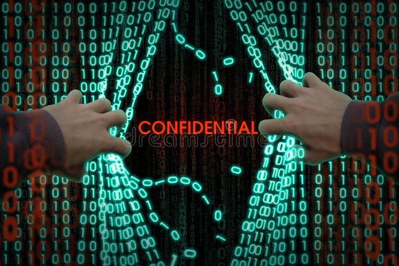 Ο χάκερ εισάγει τον υπολογιστή στοκ φωτογραφίες με δικαίωμα ελεύθερης χρήσης