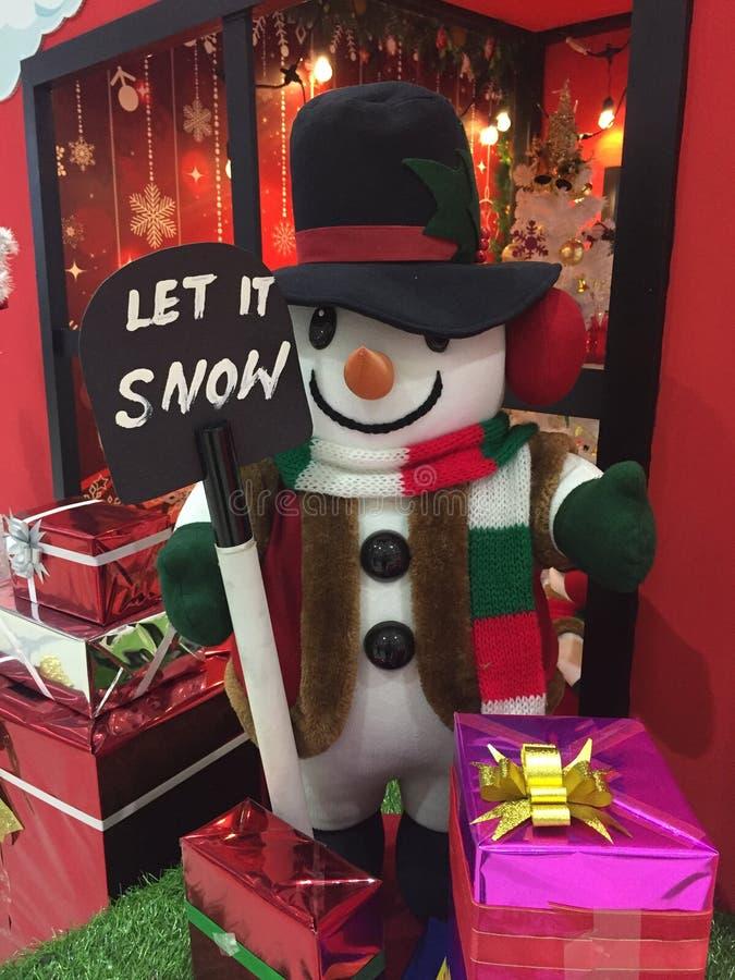 Ο χιονάνθρωπος έρχεται στην πόλη στοκ φωτογραφίες