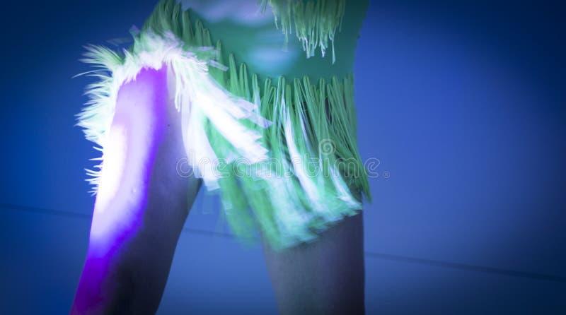 Ο χορός χορευτών γυναικών παρουσιάζει στοκ φωτογραφία με δικαίωμα ελεύθερης χρήσης