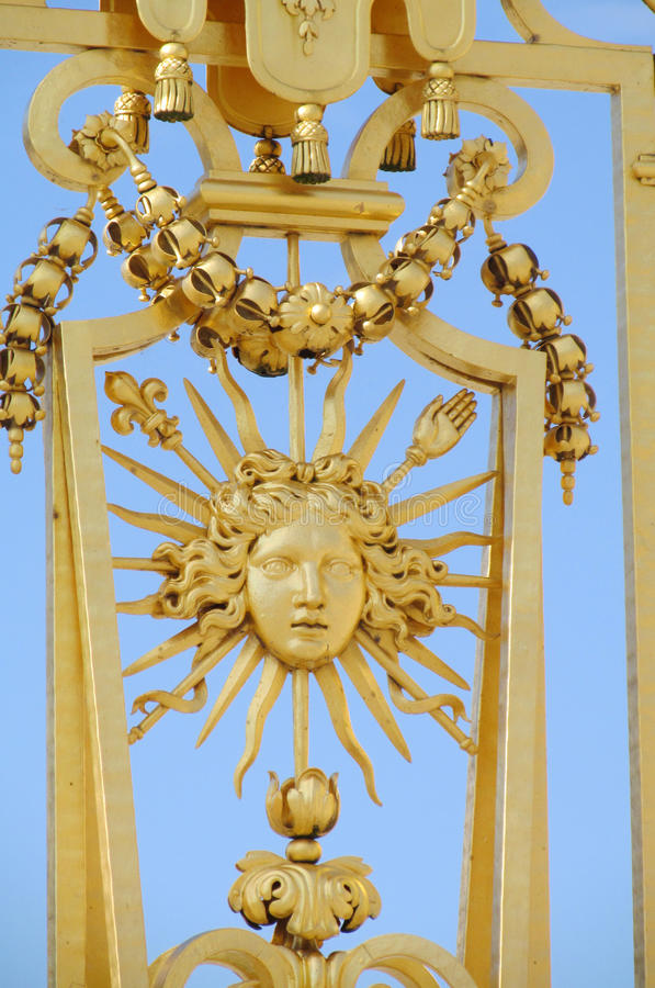 Ο χρυσός φράκτης διακοσμεί το πρόσωπο ήλιων στοκ εικόνες με δικαίωμα ελεύθερης χρήσης