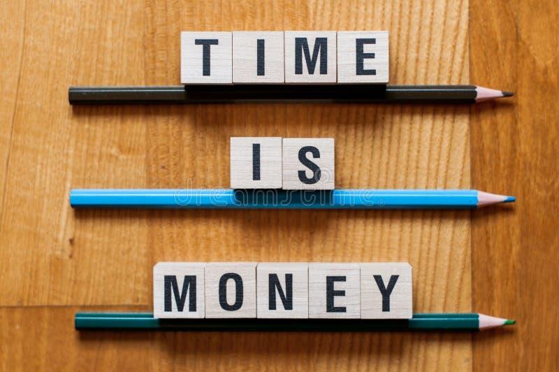 Ο χρόνος είναι έννοια λέξης χρημάτων στοκ εικόνες
