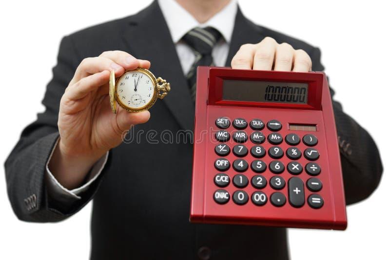 Ο χρόνος είναι χρήματα, δεν είναι αργά. Επιχειρηματίας που παρουσιάζει πέντε μετά από 12 στοκ εικόνα