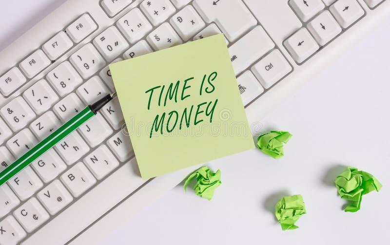 Ο χρόνος κειμένων γραψίματος λέξης είναι χρήματα Η επιχειρησιακή έννοια για το χρόνο είναι πολύτιμος resource Do things το γρηγορ στοκ φωτογραφία με δικαίωμα ελεύθερης χρήσης