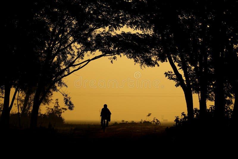 Ο χωρικός πηγαίνει να εργαστεί στοκ φωτογραφία με δικαίωμα ελεύθερης χρήσης