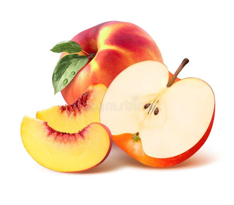 Ολόκληρα ροδάκινο, τέταρτο και μήλο που απομονώνονται κατά το ήμισυ στο άσπρο υπόβαθρο στοκ εικόνες με δικαίωμα ελεύθερης χρήσης