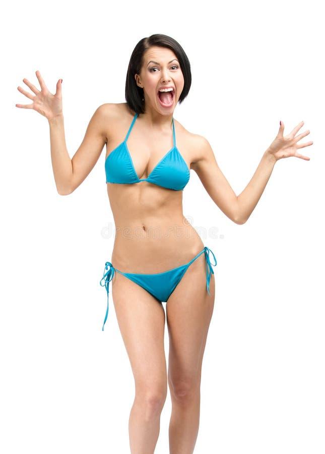 Ολόκληρο πορτρέτο της νέας γυναίκας που φορά το μπικίνι στοκ φωτογραφία με δικαίωμα ελεύθερης χρήσης