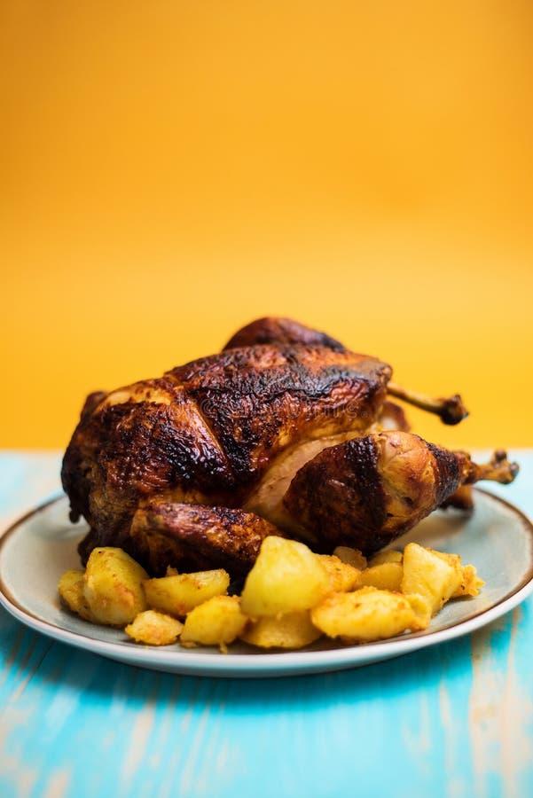 Ολόκληρο ψημένο γαλλικό αγροτικό κοτόπουλο στοκ φωτογραφίες με δικαίωμα ελεύθερης χρήσης