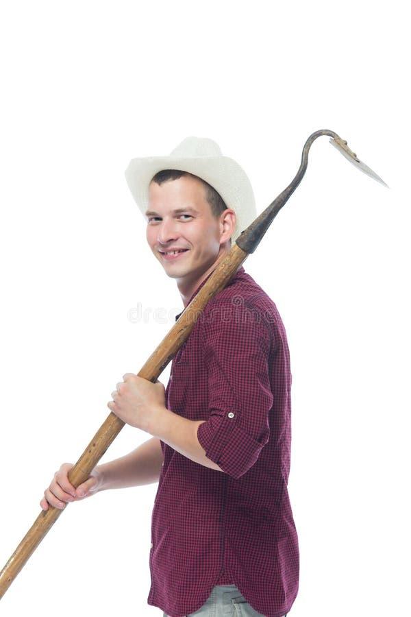 Ο όμορφος αγρότης προχωρά με το εργαλείο της γης στοκ φωτογραφία με δικαίωμα ελεύθερης χρήσης