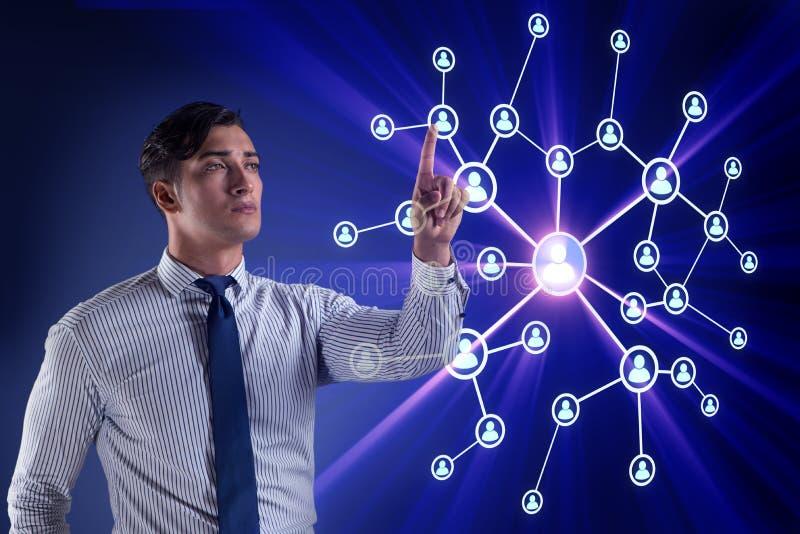 Ο όμορφος επιχειρηματίας στην κοινωνική έννοια δικτύων διανυσματική απεικόνιση