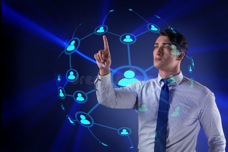 Ο όμορφος επιχειρηματίας στην κοινωνική έννοια δικτύων απεικόνιση αποθεμάτων