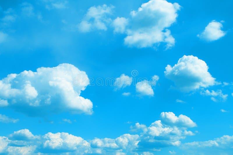 Ο όμορφος τονισμένος σωρείτης καλύπτει στον ουρανό για τη χρησιμοποίηση στο σχέδιο ως υπόβαθρο στοκ φωτογραφίες με δικαίωμα ελεύθερης χρήσης