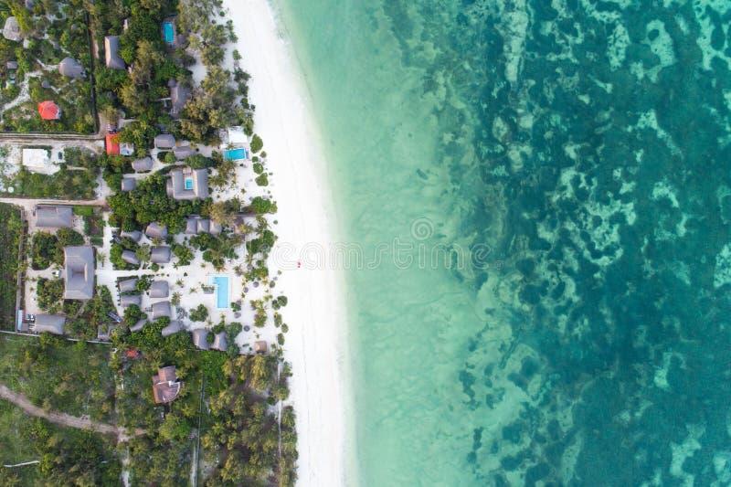 Ο όμορφος τυρκουάζ ωκεανός συναντά το αφρικανικό νησί, Zanzibar στοκ εικόνα