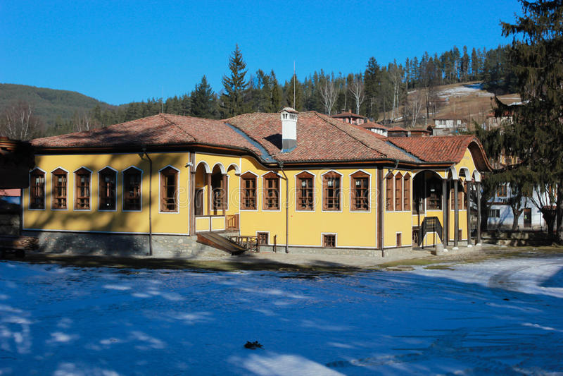 Οδός και σπίτια στην παλαιά πόλη Koprivshtitsa, Βουλγαρία στοκ φωτογραφίες