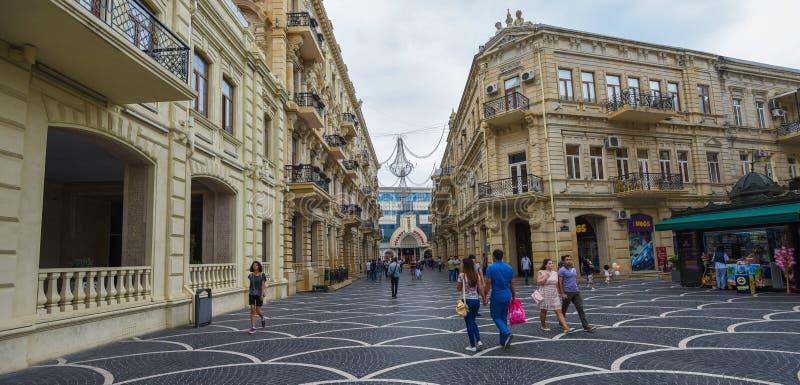 Οδός μεταβάσεων στην πόλη του Μπακού, καταστήματα στοκ εικόνα