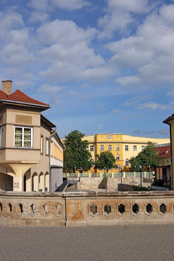 Οδός με τα παλαιά κτήρια Eger στοκ εικόνες