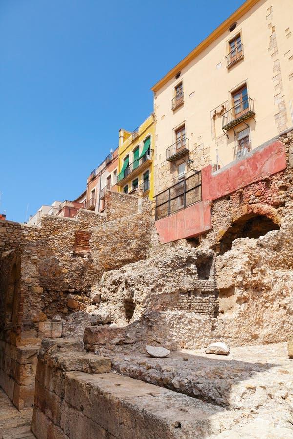 Οδός με τα σπίτια διαβίωσης Tarragona, Καταλωνία, Ισπανία στοκ εικόνα με δικαίωμα ελεύθερης χρήσης