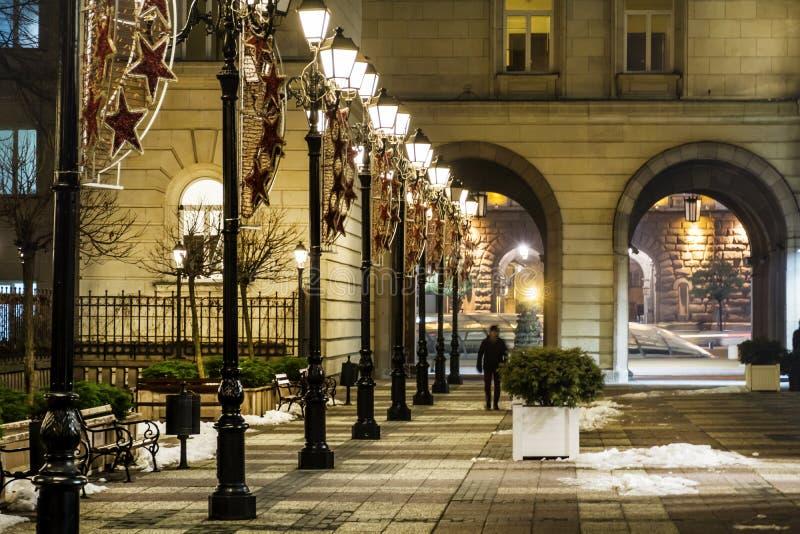 Οδός με τους εκλεκτής ποιότητας λαμπτήρες στη Sofia, Βουλγαρία τη νύχτα στοκ εικόνες