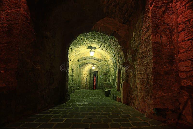 Οδός νύχτας στην παλαιά πόλη στοκ εικόνα με δικαίωμα ελεύθερης χρήσης