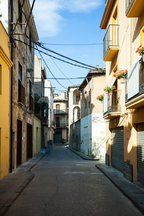 Οδός στη συνηθισμένη καταλανική πόλη. Banyoles στοκ εικόνες