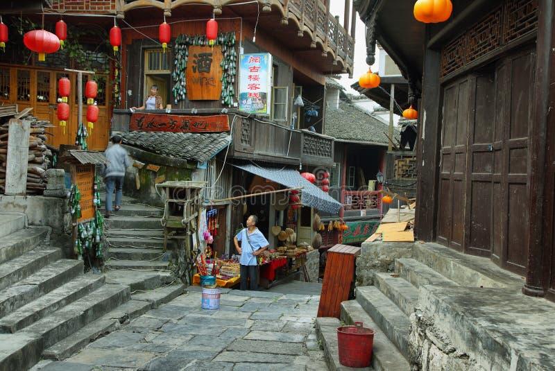 Οδός στο αρχαίο χωριό Furong (Hibiscus) στοκ εικόνες