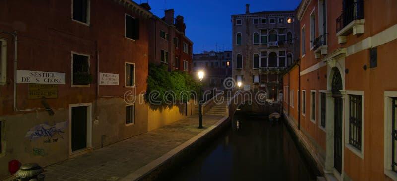 Οδός της Βενετίας στη νύχτα στοκ εικόνες