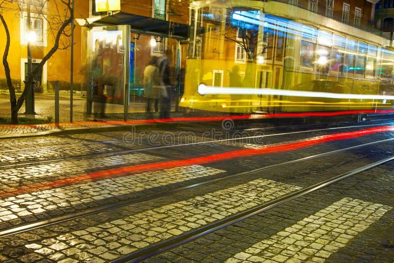 Οδός της Λισσαβώνας στη νύχτα στοκ φωτογραφίες με δικαίωμα ελεύθερης χρήσης