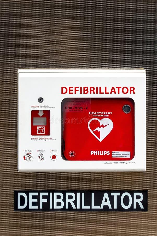 Οδός defibrillator - αποταμίευση ζωής - για τη δημόσια πρόσβαση στοκ εικόνες