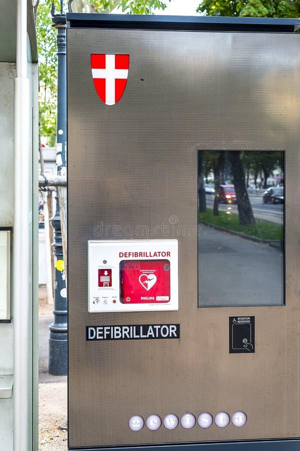 Οδός defibrillator - αποταμίευση ζωής - για τη δημόσια πρόσβαση στοκ φωτογραφίες με δικαίωμα ελεύθερης χρήσης