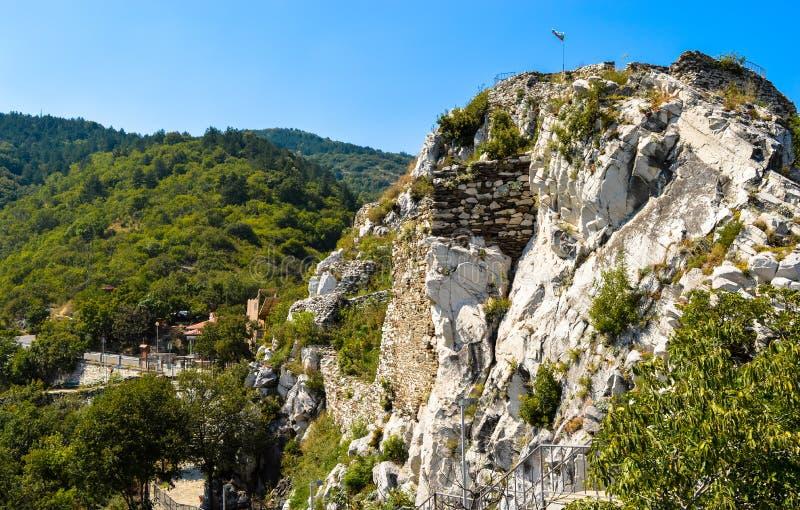 Ο λόφος Asenova Krepost (φρούριο Asenov) στοκ φωτογραφίες