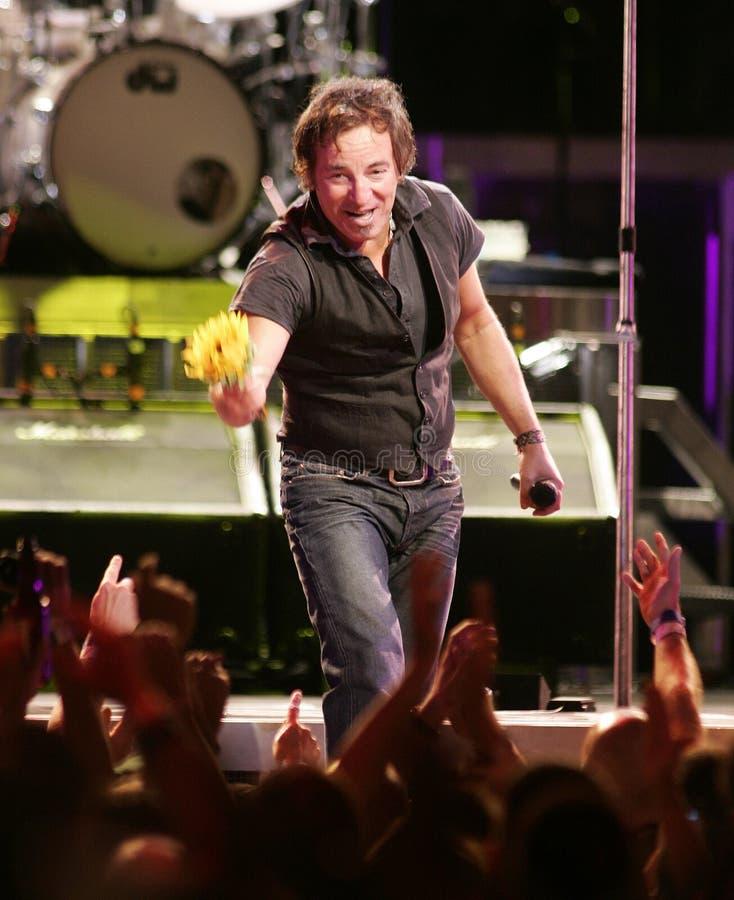 Ο Bruce Springsteen και η ζώνη οδών Ε του εκτελούν στοκ εικόνα με δικαίωμα ελεύθερης χρήσης