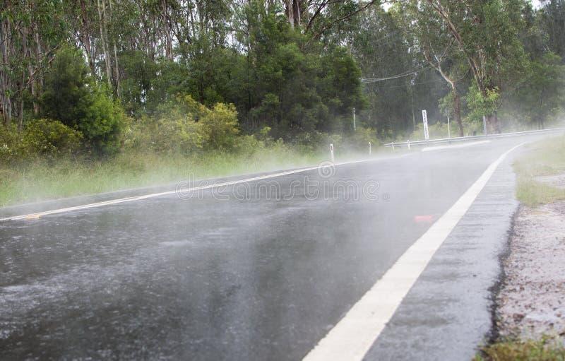 Ο Misty δρόμος στοκ φωτογραφίες