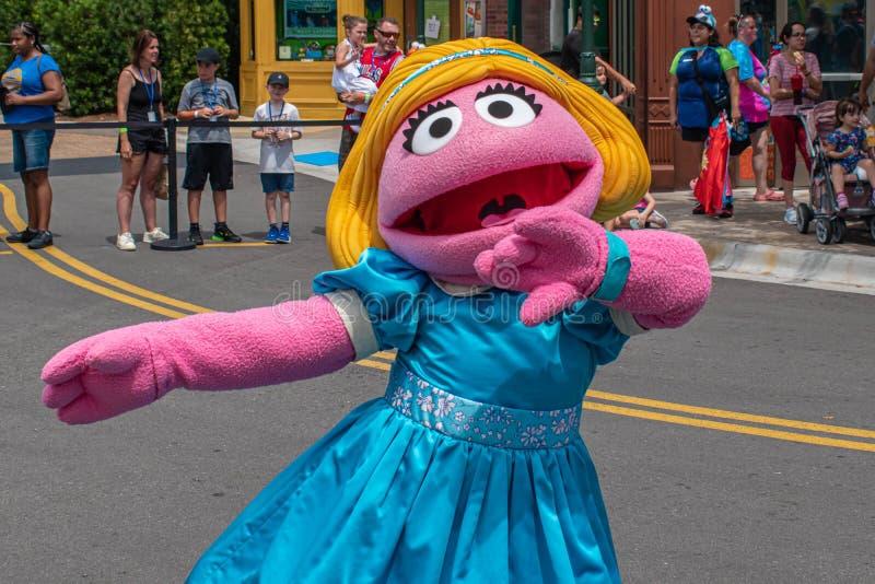 Ο Prairie Dawn χορεύει στην παρέλαση Sesame Street Party στο Seaworld 6 στοκ εικόνες