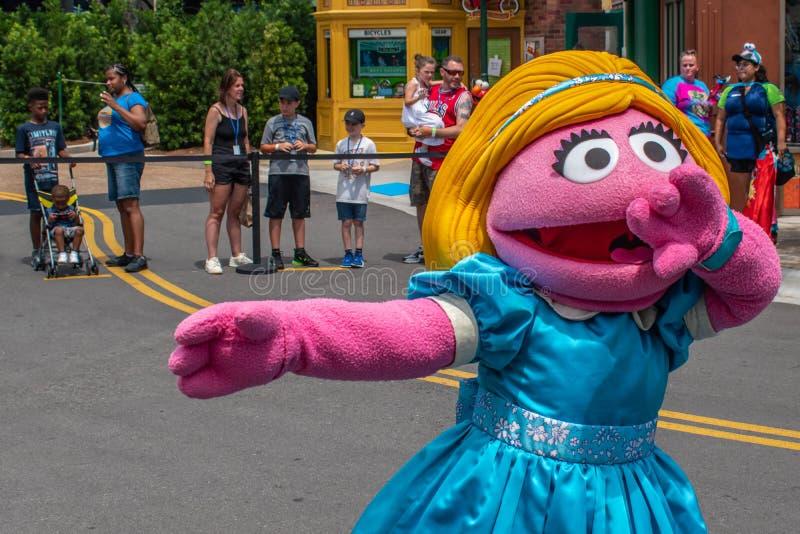 Ο Prairie Dawn χορεύει στην παρέλαση Sesame Street Party στο Seaworld 3 στοκ εικόνες