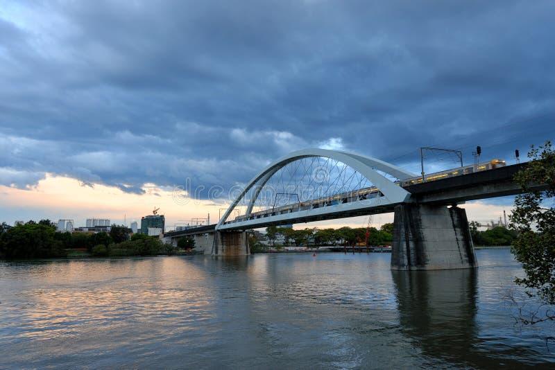 Ο William γεφυρώνει ευχάριστα πέρα από τον ποταμό του Μπρίσμπαν στοκ εικόνες