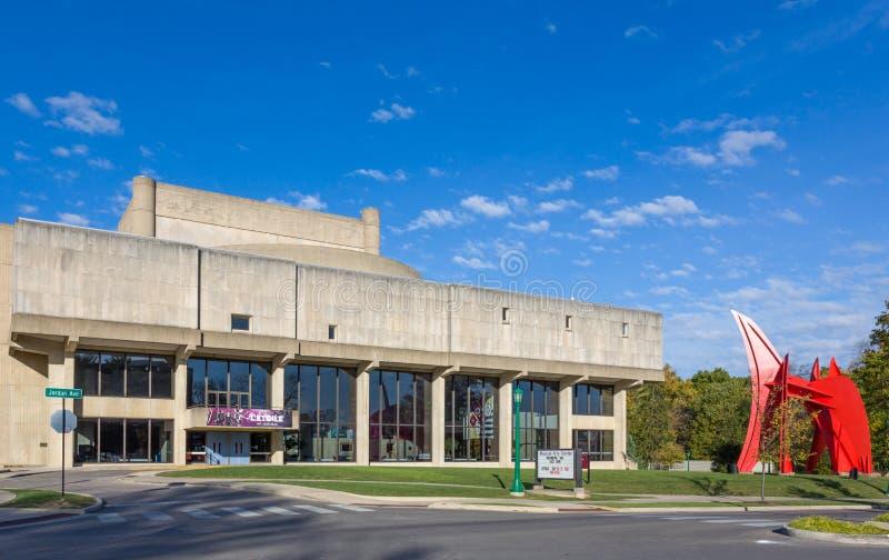 Ο William και η βιβλιοθήκη μουσικής της Gayle Cook στην πανεπιστημιούπολη των Η.Ε στοκ εικόνες