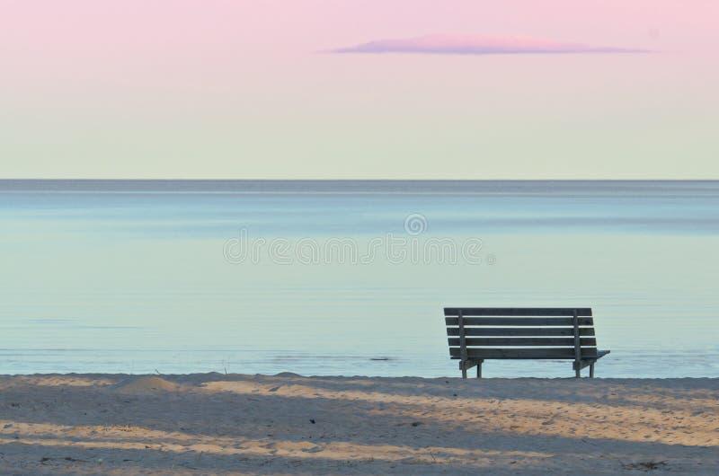 Πάγκος στην παραλία στοκ φωτογραφία με δικαίωμα ελεύθερης χρήσης