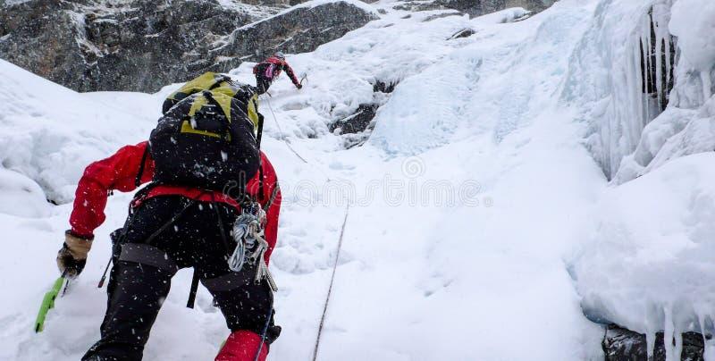 Πάγος που αναρριχείται στις ελβετικές Άλπεις στοκ εικόνα με δικαίωμα ελεύθερης χρήσης