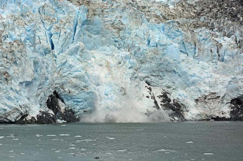 Πάγος που γεννά σε έναν παλιρροιακό παγετώνα στοκ φωτογραφίες