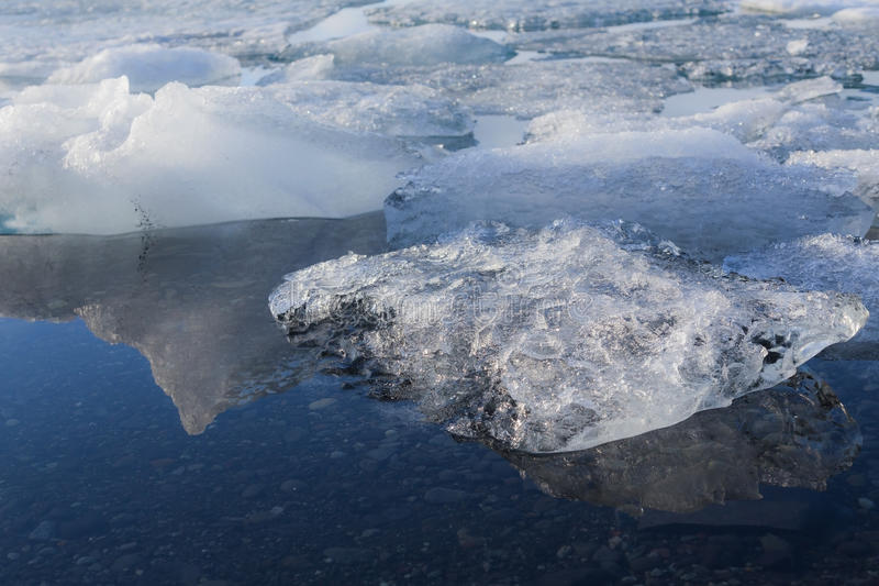 Πάγος που λειώνει στον παγετώνα λιμνοθαλασσών Jokulsarlon στοκ φωτογραφίες με δικαίωμα ελεύθερης χρήσης