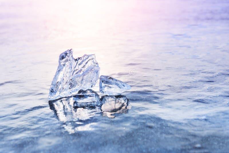 Πάγος στην παγωμένη λίμνη Μακρο εικόνα, ρηχό βάθος του τομέα στοκ φωτογραφία