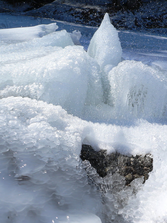 Download πάγος fountation στοκ εικόνες. εικόνα από βουνό, πτώση - 1526010