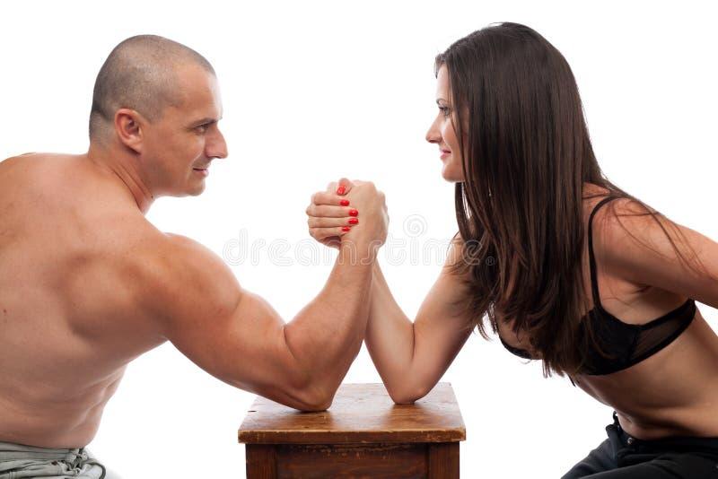 πάλη γυναικών ανδρών βραχιόν&o στοκ φωτογραφία