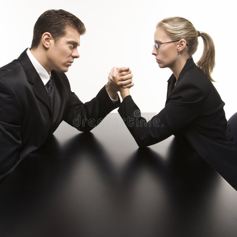 πάλη γυναικών ανδρών βραχιόν&o στοκ φωτογραφία με δικαίωμα ελεύθερης χρήσης