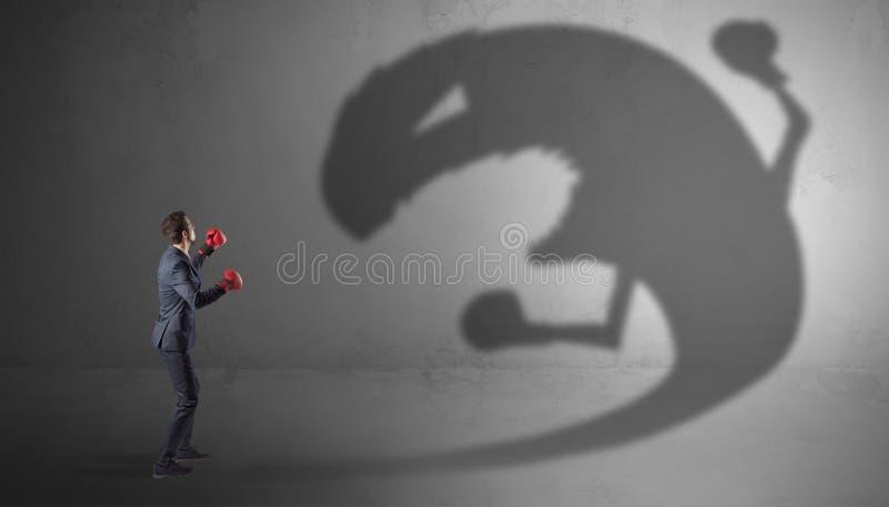 Πάλη επιχειρηματιών με μια μεγάλη σκιά τεράτων στοκ εικόνα