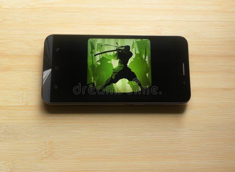 Πάλη 2 σκιών παιχνίδι στο κινητό τηλέφωνο στοκ εικόνα με δικαίωμα ελεύθερης χρήσης