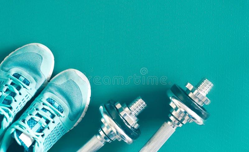 Πάνινα παπούτσια και αλτήρες στοκ φωτογραφίες με δικαίωμα ελεύθερης χρήσης