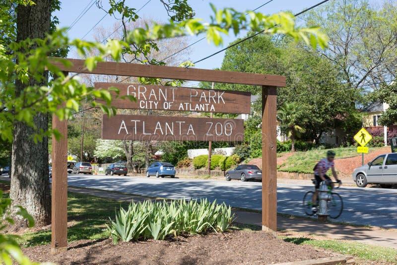 Πάρκο επιχορήγησης, σημάδι ζωολογικών κήπων της Ατλάντας, ποδηλάτης, Ατλάντα στοκ φωτογραφίες